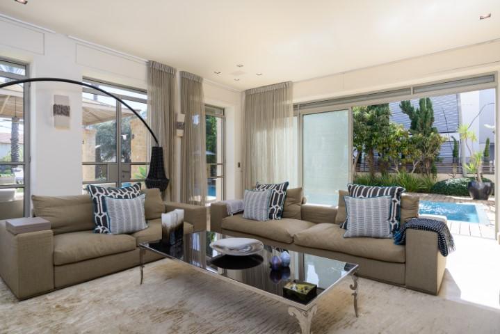 Keren Hayesod, Herzliya, 5 Bedrooms Bedrooms, ,6.5 BathroomsBathrooms,Villa,For Rent,Keren Hayesod,1044